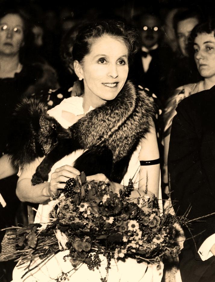 Karen Blixen fotograferet i december 1935.